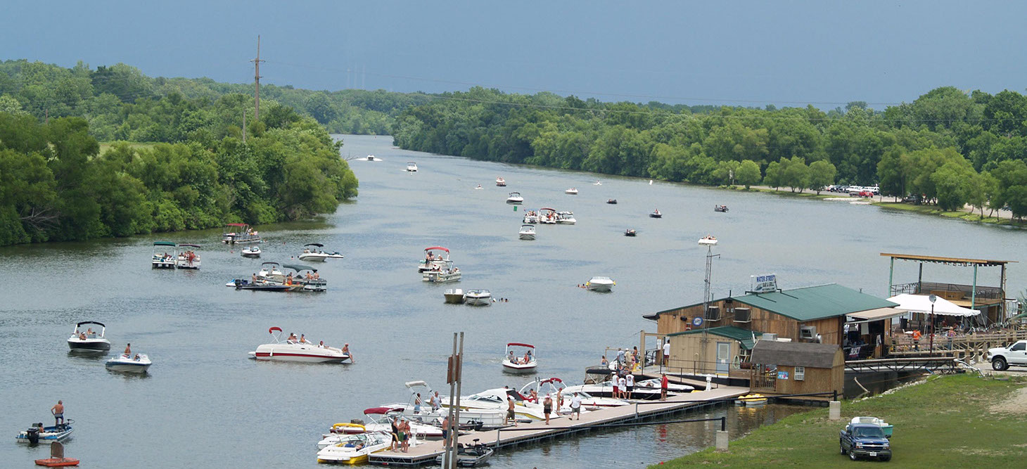 Boating on the Kaskaskia River